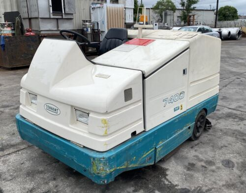 Tennant 7400 Ride On Industrial Scrubber Propane LP