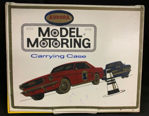ORIGINAL AURORA MODEL MOTORING 15 CAR T-JET CARRYING CASE CLEAN