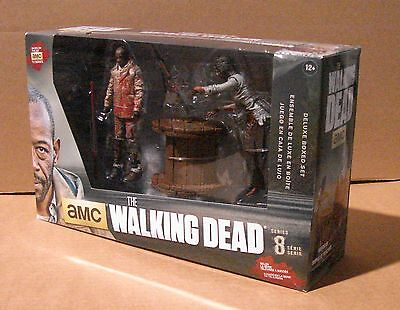 Mcfarlane Walking Dead Tv 5  Deluxe Box Morgan Jones Impaled Walker   Spike Trap