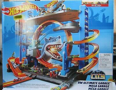 Mattel Hot Wheels Ultimate Garage Tower Shark Loop Racetrack with 2 Vehicles NIB