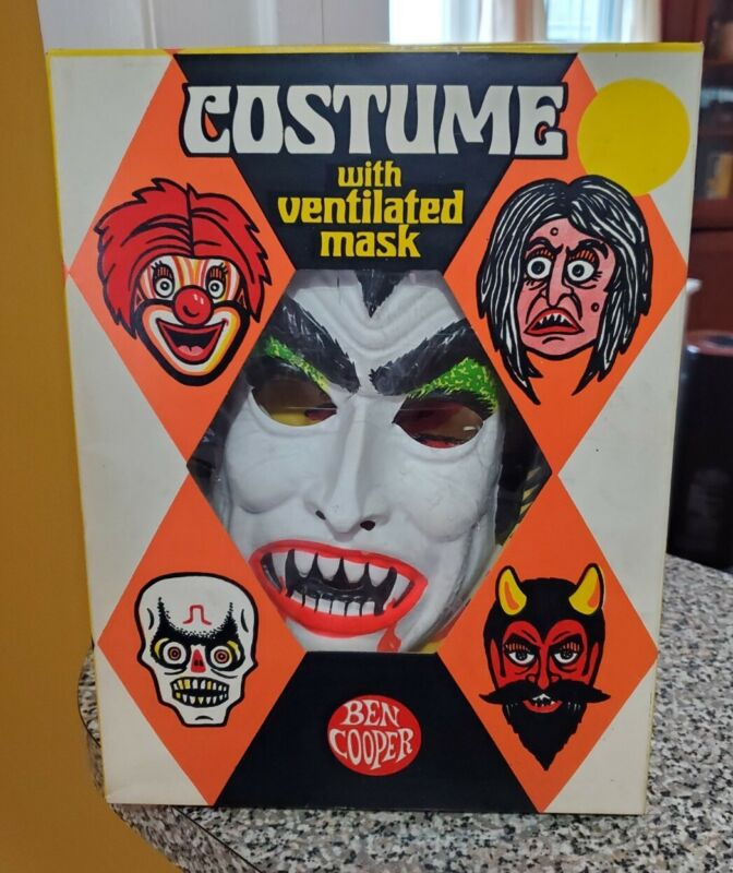 Vintage Dracula Costume 1978 Ben Cooper MiB Christopher Lee Likeness Beautiful