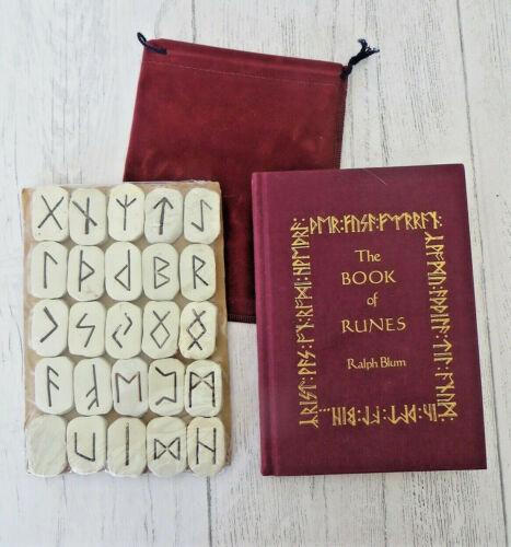 THE BOOK OF RUNES by Ralph Blum 1983 Ed. w/ Viking Runes & Pouch