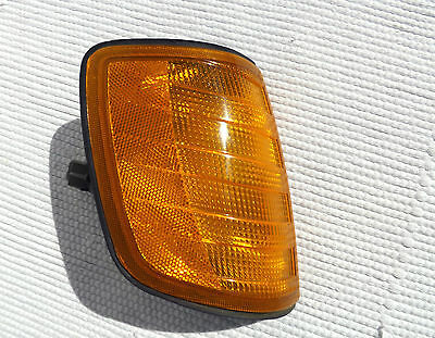 BOSCH w124 1988 Mercedes-Benz 300e RH front corner Park Lamp lens signal housing