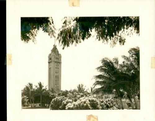 1940 Aloha Tower Honolulu, Hawaii 8x10 Photo