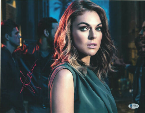 SERINDA SWAN SIGNED 11X14 PHOTO GRACELAND BECKETT BAS AUTOGRAPH AUTO A