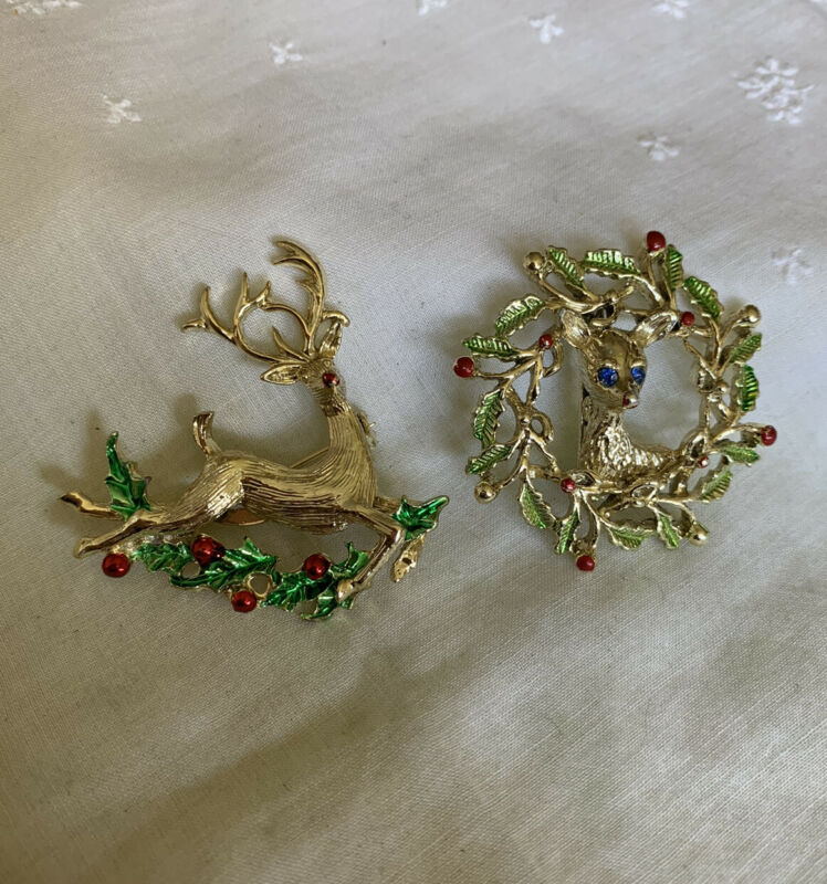 Vintage Reindeer & Wreath  Christmas Holiday Brooch Pin JH-46