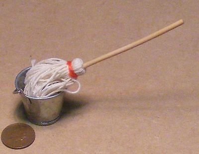 Escala 1:12 Cesta para la ropa con una tapa de bambú tumdee Casa De Muñecas Accesorio ZF