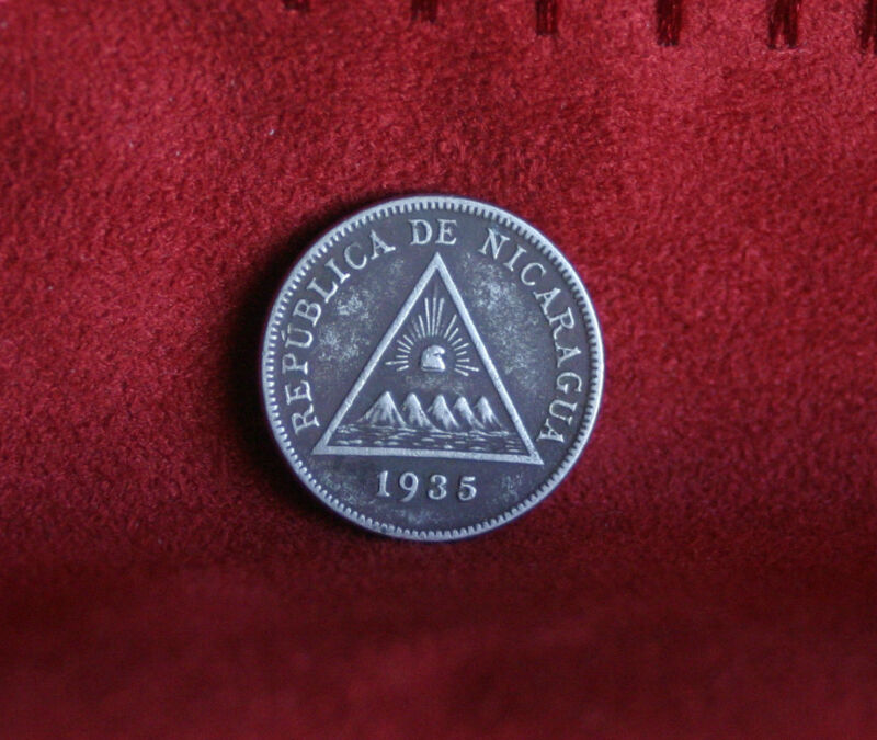 Nicaragua 5 Centavos 1935 Copper Nickel World Coin KM12 Central America Pyramid