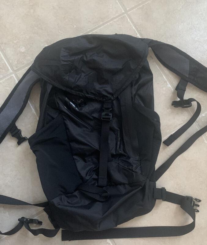REI FLASH 22 Black Hiking Backpack EUC!