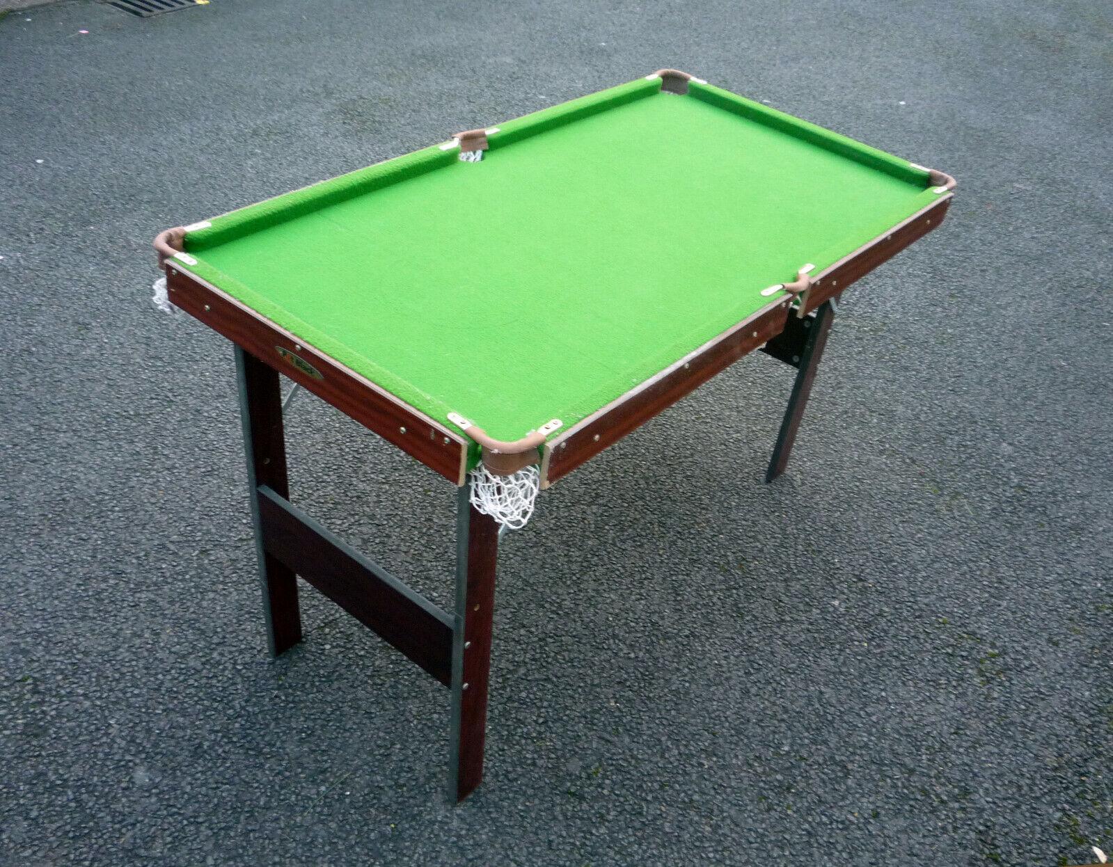 POT BLACK SNOOKER / POOL TABLE 4.5 FOOT w/ CUES x4