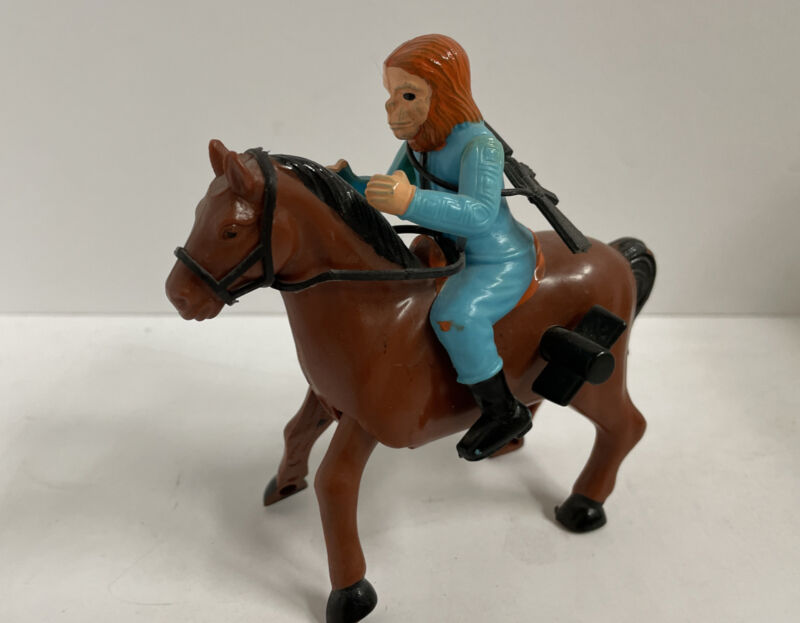 1974 PLANET OF THE APES Ahi GALLOPING DR. ZAIUS ON HORSE MOC AZRAK-HAMWAY INTL.