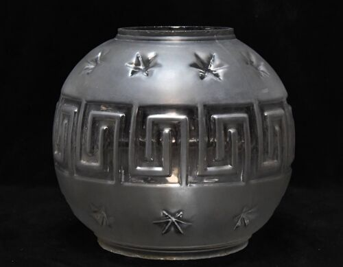 VINTAGE FROSTED ROUND LAMP LIGHT SHADE PROBABLY FOR OIL LAMP