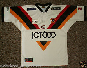 Bradford Bulls / 2004 Home - ISC - vintage MENS rugby Shirt / Jersey. Size: M? - <span itemprop='availableAtOrFrom'>Poland, Polska</span> - I can accept returns if the item turns out to be faulty or/and does not match the description. In this case, I will refund the full cost of the item. Moreover, if you simply want to return the ite - Poland, Polska