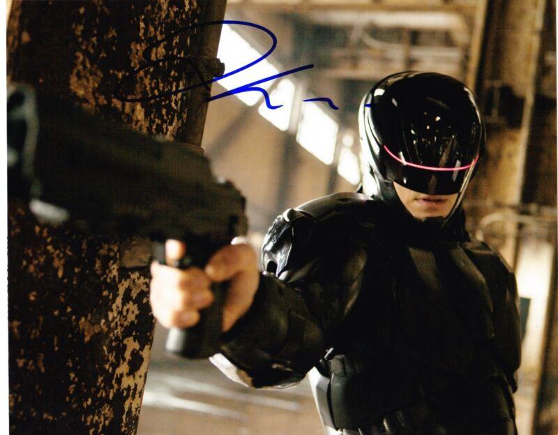 JOEL KINNAMAN SIGNED 8X10 PHOTO AUTHNEITC AUTOGRAPH ROBOCOP THE KILLING COA A
