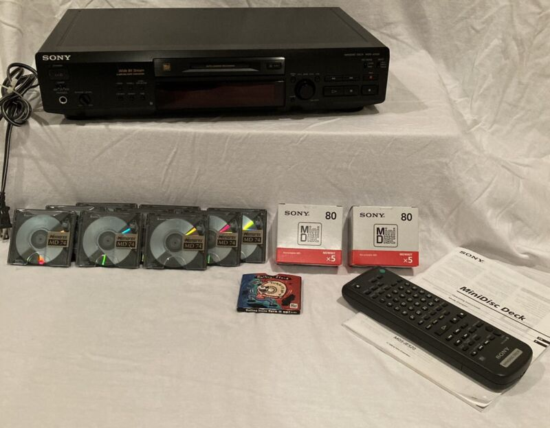 Sony MDS-JE520 MiniDisc Recorder Deck with Remote, Manual, TONS of Extra Media