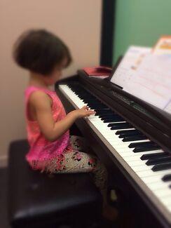 Cat's Piano Lesson (Piano Teacher)