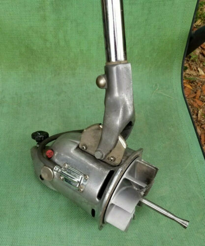 VINTAGE COMMERCIAL ROYAL VACUUM CLEANER MOTOR 660 608 HANDLE FORK CORD