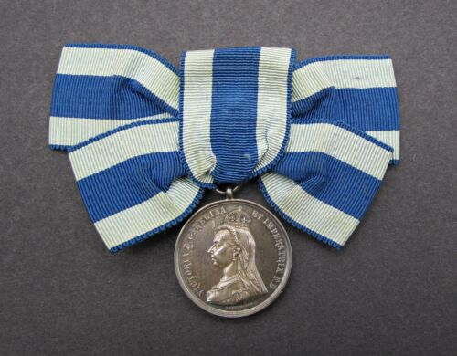 1897 VICTORIA DIAMOND JUBILEE SILVER MEDAL ON RIBBON CASED - BY EMPTMEYER