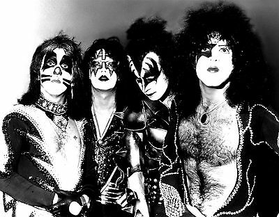 KISS GENE SIMMONS ACE FREHLEY PAUL STANLEY ROCK BAND 8X10 PHOTO PICTURE