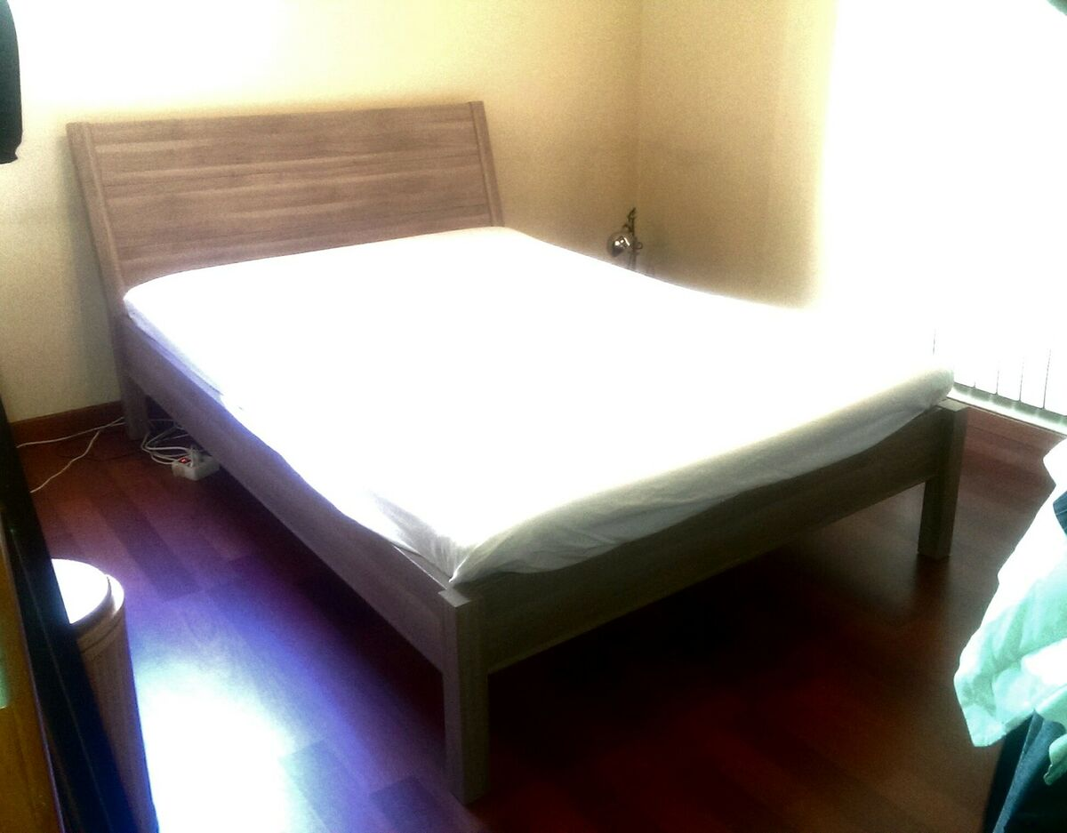 Cama doble ikea con cabecera en perfecto estado for Cama doble ikea