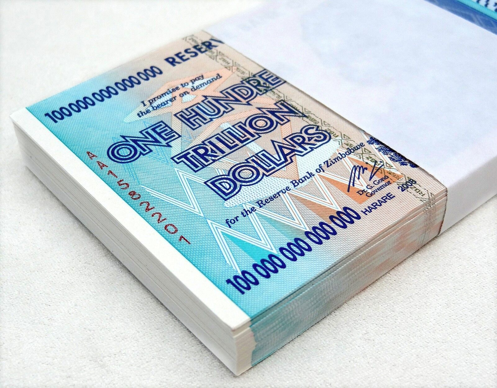 ZIMBABWE 100 TRILLION DOLLARS 2008 AA SERIES P91 UNC 500 NOTES HALF BRICK W/ COA