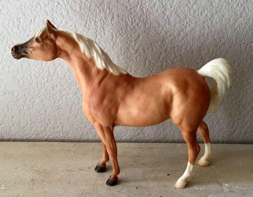 Breyer Classic PALOMINO/LIGHT CHESTNUT ARABIAN #672 Black Stallion Mold