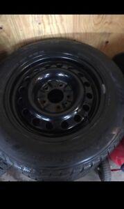 """Rim 15""""  5x114.3 avec pneu d hiver 195/65r15"""