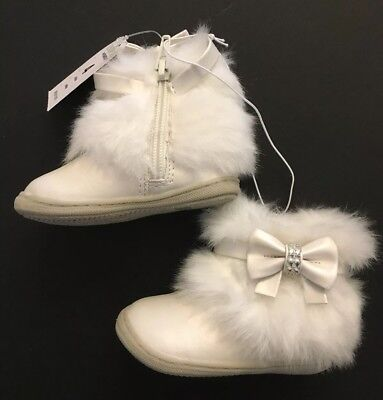 NWT Genuine Kids from Oshkosh Alivia Ivory Faux Fur Boots 4 04 for 6-12 months - Ivory Dress Shoes For Girls