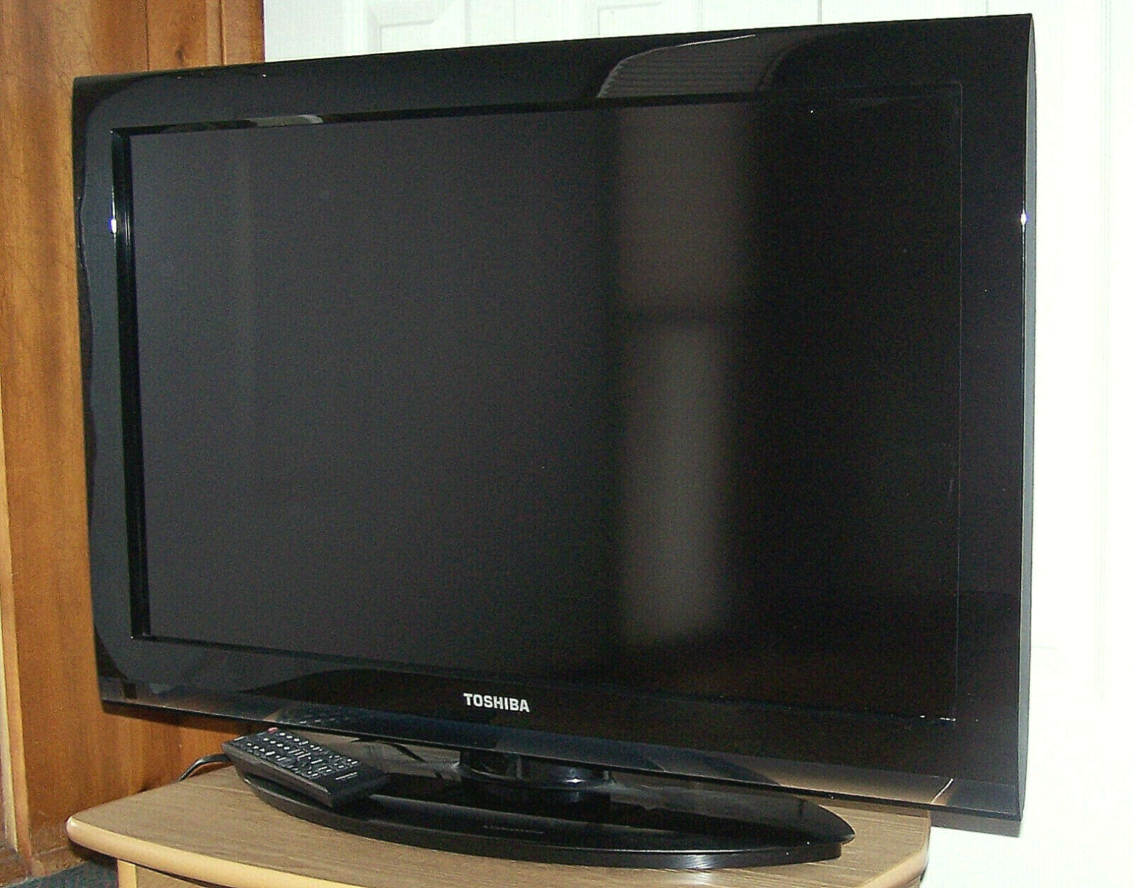 """32"""" Toshiba High Def LCD TV 32C110U 720p with Remote"""