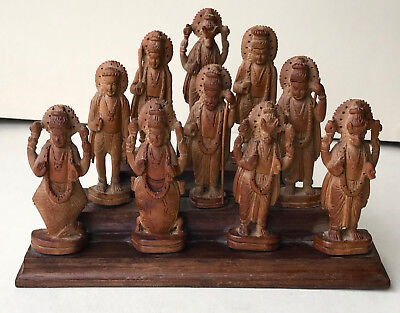 10 Vishnu Inkarnationen Dashavatar Holz geschnitzt Indien 20. Jh.