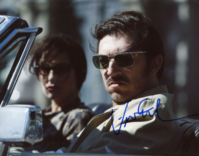 "Vincent Cassel ""Mesrine: Killer Instinct"" AUTOGRAPH Signed 8x10 Photo"