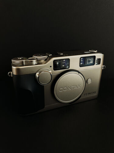 EXCELLENT Contax G2 + 28mm, 45mm, 90mm, 35-70mm and TLA200. NEWLY SERVICED!
