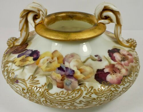 Outstanding Mt Washington Colonial Ware Fingertip Handled Bowl W/ Pansies & Gold