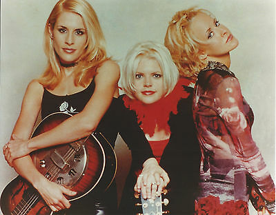 DIXIE CHICKS 8 X 10 PHOTO WITH ULTRA PRO TOPLOADER