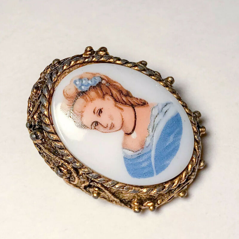 Victorian Lady Cameo Brooch Pin, Gold Tone Filigree, Vintage