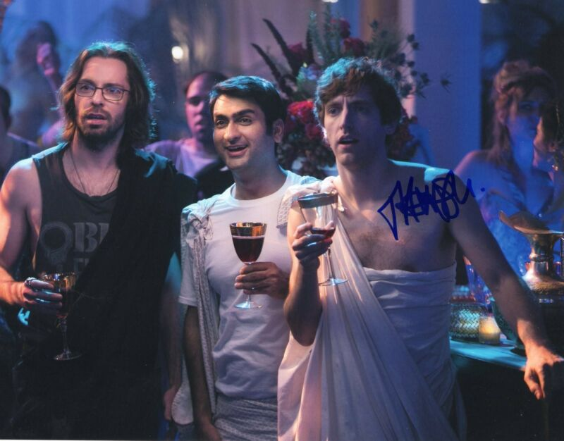 Thomas Middleditch Silicon Valley TV Show Signed 8x10 Photo w/COA #1