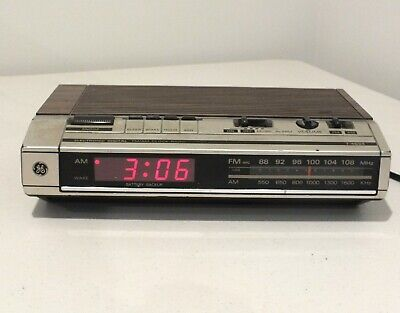 Vintage GE General Electric Clock Radio Alarm 7-4634B TESTED Works woodgrain