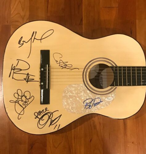 * DAVE MATTHEWS BAND * signed acoustic guitar * FULL BAND * DMB * RARE 1