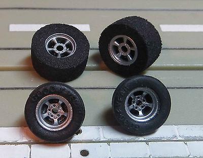 Faller Aurora -- 4 Felgen mit Reifen für AFX Motor