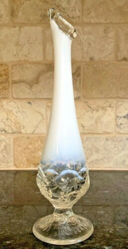 MID-CENTURY ART VASE*WHITE ORNATE OPALESCENT *SWUNG GLASS*SHABBY CHIC*CLASSIC