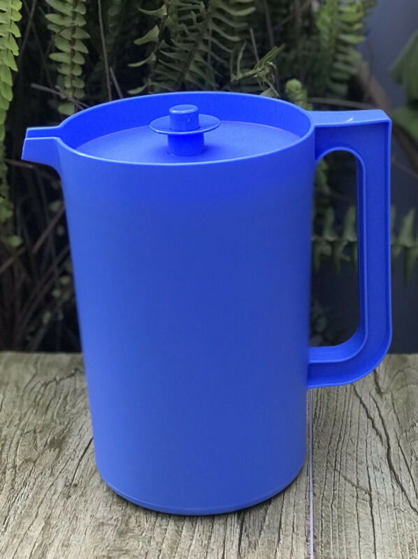 Tupperware Classic 2 qt Round Pitcher Push Button Blue Host Gift New