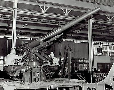 1940 Vintage Photo WW2 York Safe & Lock workers build US Army anti-aircraft gun