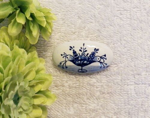CLASSIC PIN BROOCH FLOWER OVAL SHAPE PETAL LEAF BLOOMING BLUE WHITE DELFTS CH9