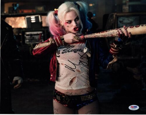 MARGOT ROBBIE SIGNED HARLEY QUINN 11x14 PHOTO SUICIDE SQUAD AUTOGRAPH! SEXY PSA1