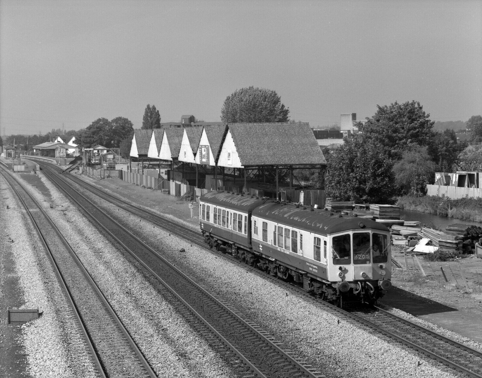 6x7cm railway neg b/w ultrasonic test train  west drayton 7/9/88 to london