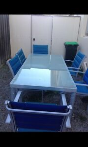 7 pieces out door glass table and chairs in good condition Glenroy Moreland Area Preview