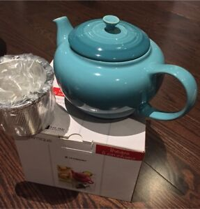 Le Creuset Teapot with Infuser - New in box
