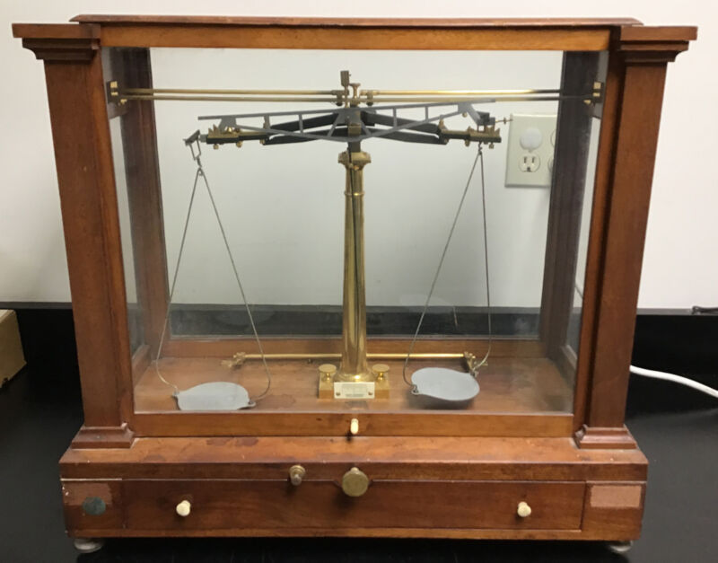 HENRY TROEMNER Antique Balance Gold Apothecary Scale Glass Wooden Case