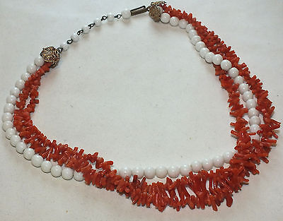 (Gorgeous Vintage Natural Red & White Coral Torsade Necklace )
