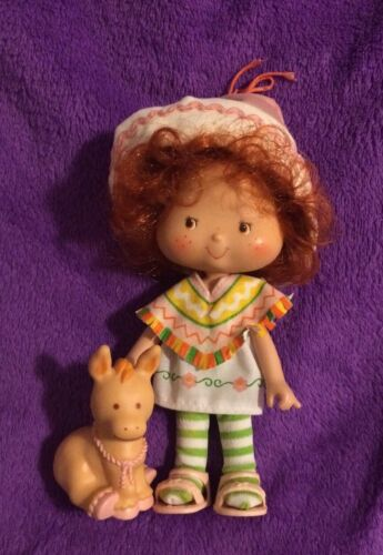 Strawberry Shortcake 1979 Cafe Ole And Burrito Lot With Attached Hat - $24.99